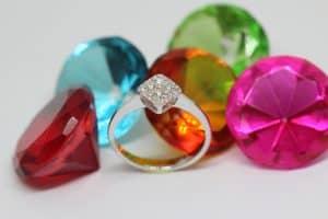יהלומים בצבעים שונים