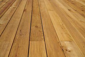 רצפה מעץ מלא